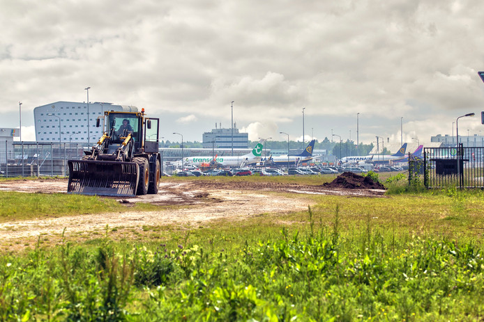 Voorbereidende werkzaamheden op Eindhoven Airport.