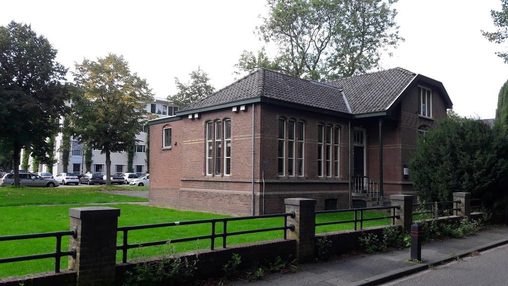 Duivendaal 4 wordt een woning. Op de achtergrond het voormalige Bestuurscentrum van de Wageningse universiteit