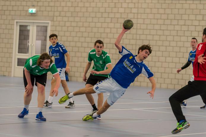 Delta Sport/EMM (blauwe shirts) mag eind mei toch nog een gooi doen naar een plats in de tweede divisie.