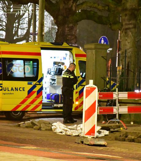 Fietser gewond na ongelukkige val bij wegwerkzaamheden