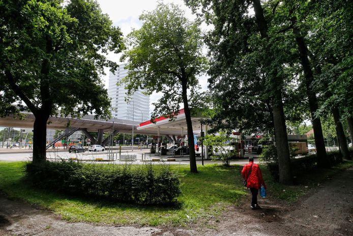 Het tankstation op het 24 Oktoberplein grenzend aan het Rachmaninoffplantsoen.