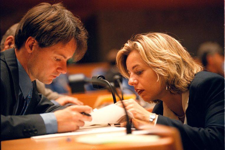 1998 - Het begin: Van Bommel overlegt met SP-collega Agnes Kant. Beeld Hollandse Hoogte
