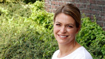 """Karen Damen stapt over naar VTM en krijgt ook dragende rol in 'Familie': """"Zo blij dat ik opnieuw mag zingen en acteren"""""""
