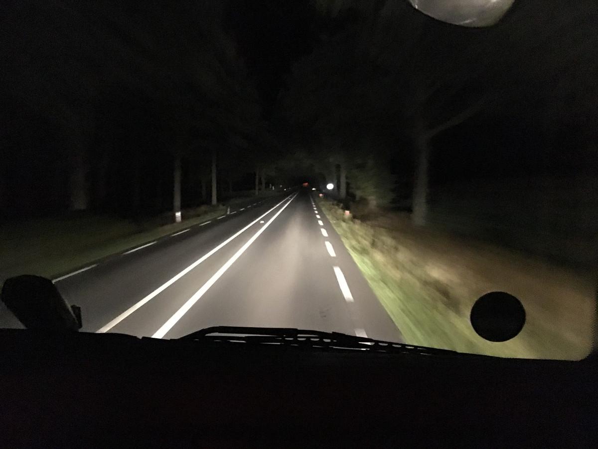 De wegen zijn leeg. Soms een andere vrachtwagen, maar dat is het dan. Radio luisteren is het devies.
