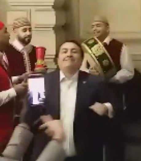 Emin Özkara fête son départ du PS... en dansant
