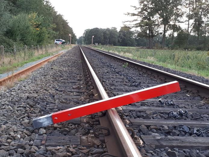 Op het spoor bij Winterswijk werd een metalen balk gelegd.