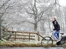 Sneeuwvlokken, snijdend koud en lokaal glad in Twente