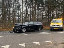 Flinke klap tussen auto's bij Harderwijk leidt tot gewonde