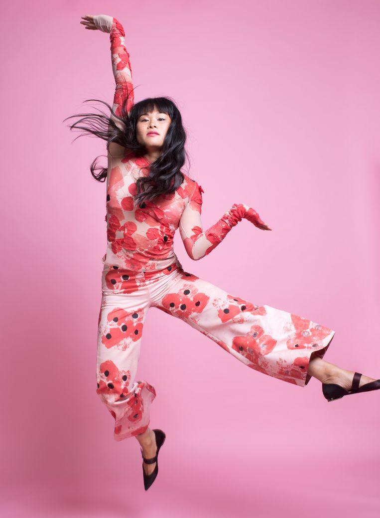 Nhung Dam. Haar en make-up: Iraj Raghosing  Top en broek: Oilily Verbeek Beeld Imke Panhuijzen