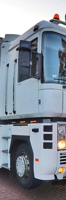 Trucker wil politieauto rammen in Veldhoven, agenten lossen waarschuwingsschoten