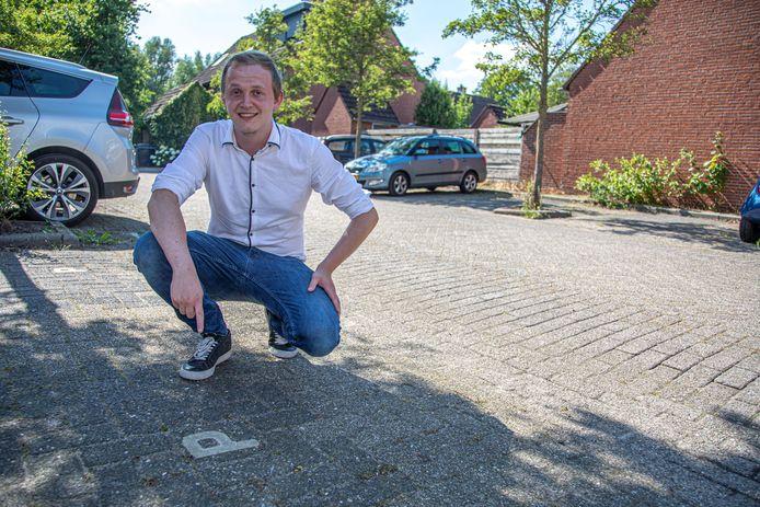 Op dit pleintje aan de Bastertkamp in Zwolle-Zuid zou Kay Wolters graag een laadpaal zien.  Hij wacht al bijna een jaar op een paal en dat zorgt voor twijfels bij hem over de aanschaf van een elektrische auto.