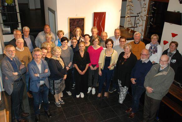 Het nieuwe bestuur van de bibliotheek en gc De Oude Pastorie.