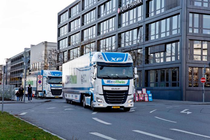 Twee DAF trucks gaven in november vorig jaar in het hartje van München een demonstratie 'platooning' (achter elkaar rijden, met alleen in de voorste truck een werkende chauffeur).