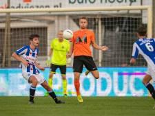 Opmerkelijk maar waar: Wouter Marinus maakt een doelpunt in het shirt van HHC