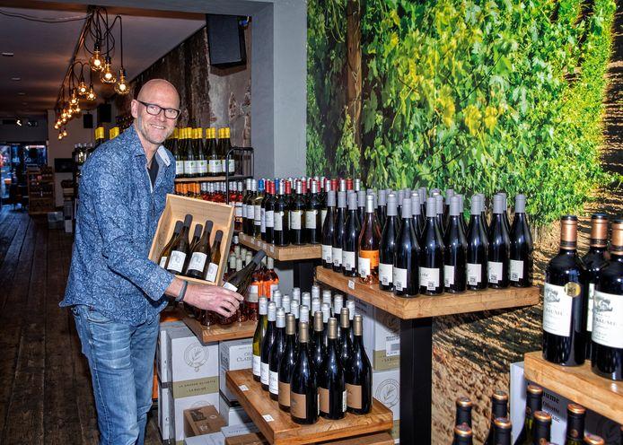 Ruud Warmerdam verbouwde zijn Wijnbar om tot Wijnwinkel. De horeca staat om nul in Corona lockdown 2