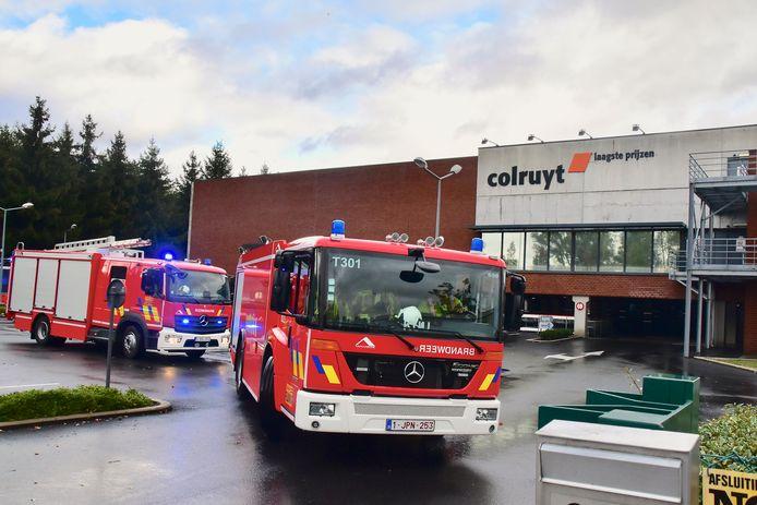 De spuitgasten reden eerst naar de Colruyt-winkel maar de brand bleek eigenlijk iets verderop langs de Ringlaan te woeden, bij Dreamland.