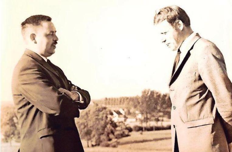 Marcel Seghers (rechts) als burgemeester in de jaren '70 in gesprek met een van zijn schepenen.