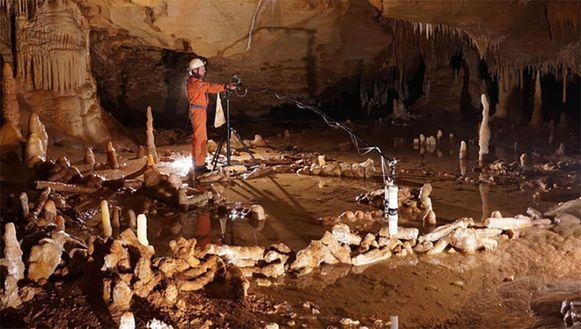 Het ontdekte bouwwerk in de Bruniquel-grot