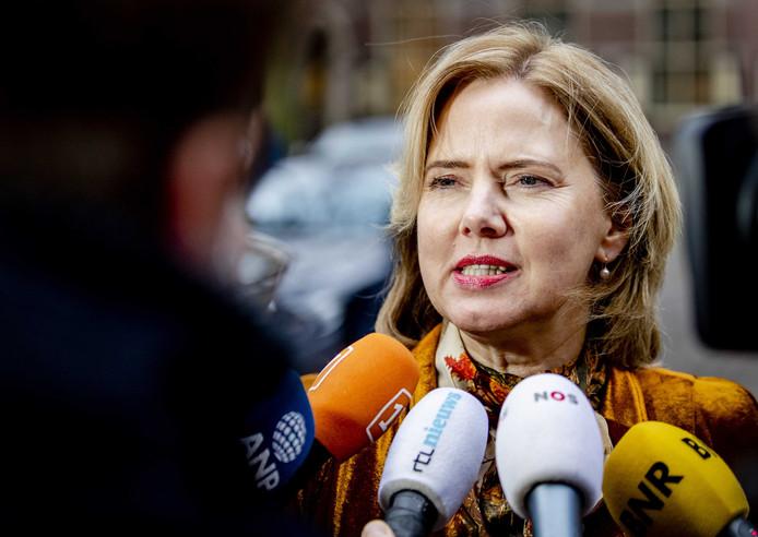Minister Van Nieuwenhuizen.