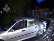 Wc-hokje in brand gestoken in Tilburg, vuur slaat over op auto