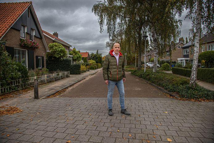 Timo Veen in Berkum. De projectleider van Berkum Energieneutraal is goed te pas nu de inwoners na de financiële steun vanuit het Rijk hun huizen beter kunnen verduurzamen.