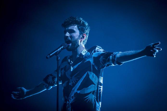 Duncan Laurence treedt op tijdens de laatste dag van het muziekfestival Pinkpop.
