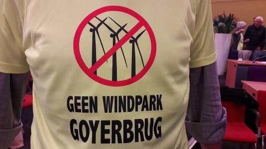 Tegenstanders van de windmolens lieten zelfs T-shirts bedrukken.