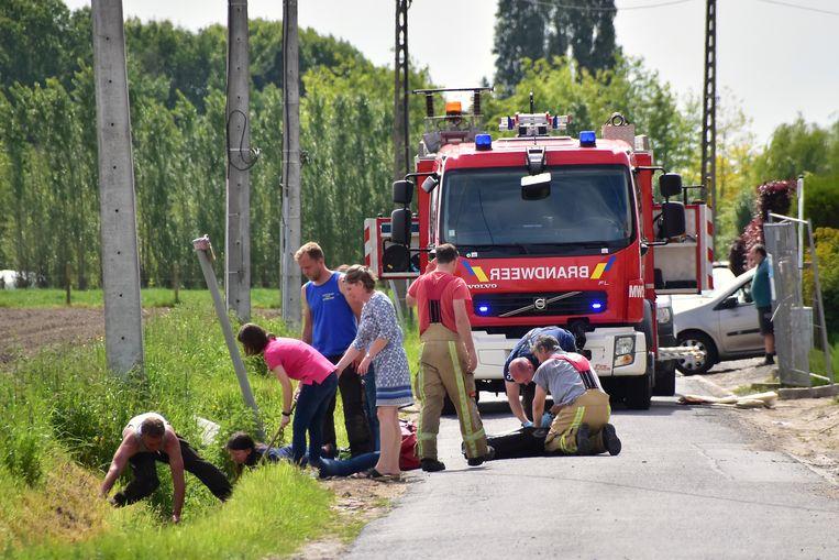 De wielertoerist belandde in de gracht in de Meersstraat in Ingelmunster.