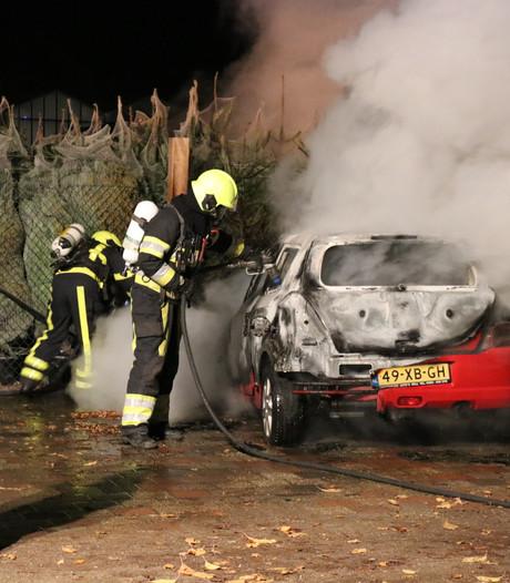 Auto brandt uit in Milsbeek