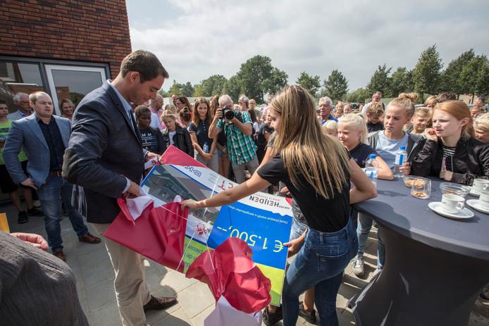 De opening van de nieuwe schoolwoningen van het Commanderij College in Beek en Donk.