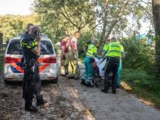 Omstanders redden man in scootmobiel uit sloot in Soest