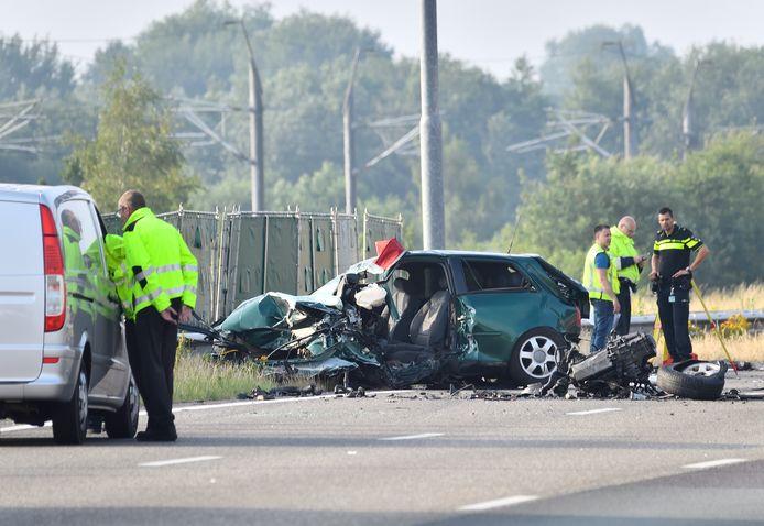 Zwaar ongeval met spookrijder en meerdere autos op de A16 bij Breda.