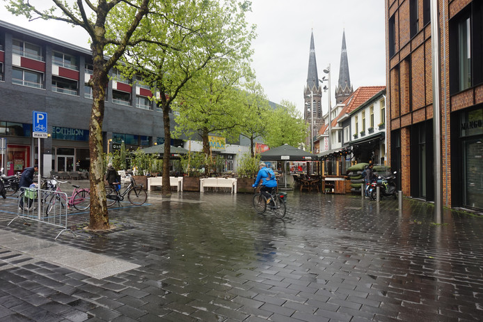 Het Pieter Vreedeplein en het nieuwe 'fietspad'.