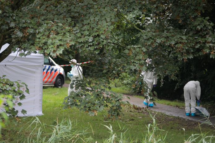 De politie doet onderzoek op de Krommedijk.