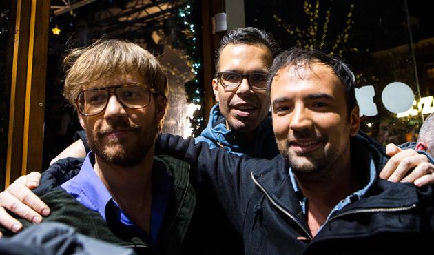 3FM dj's Giel Beelen, Michiel Veenstra en Gerard Ekdom verlaten het Glazen Huis na zes dagen Serious Request.