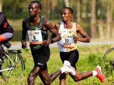 Nageeye loopt in mondiale marathonaflossing met toppers en recreanten