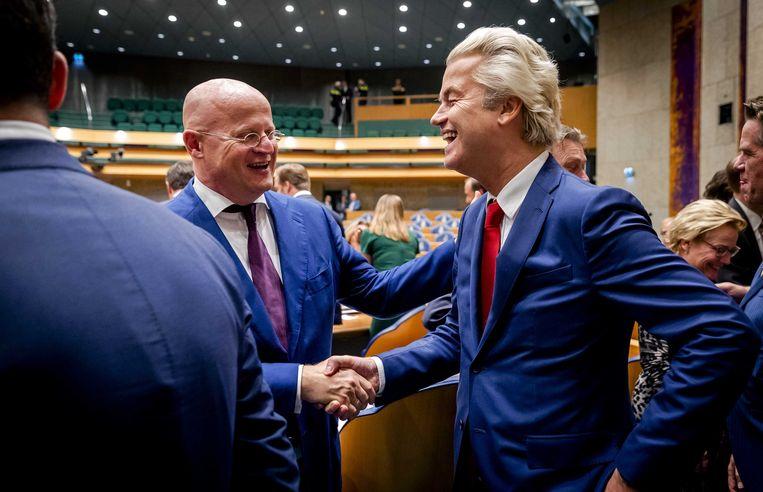 Minister  Grapperhaus en Geert Wilders na afloop van een plenair debat in de Tweede Kamer in 2017.  Beeld ANP - Remko de Waal
