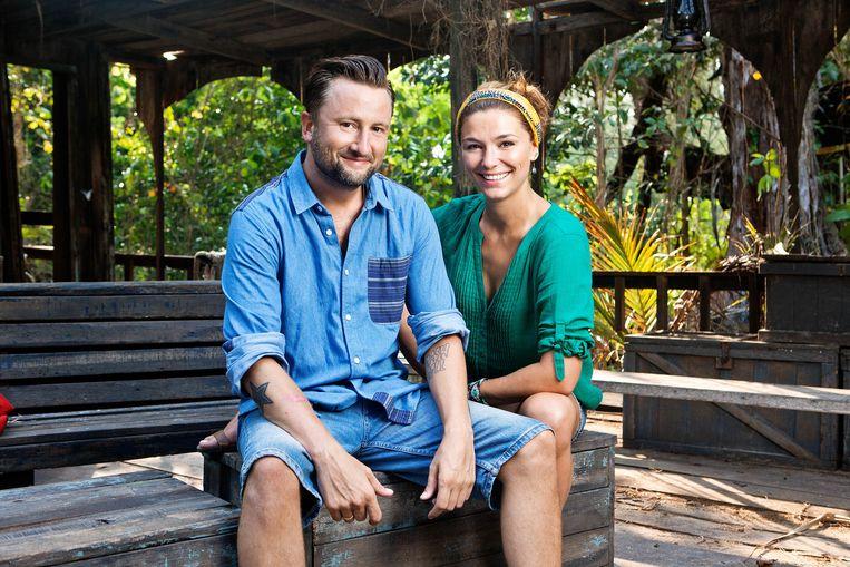 Dennis Weening en Evi Hanssen presenteerden in 2012 het 14e en laatste seizoen van 'Expeditie Robinson'. VIER brengt deze klassieker nu terug naar het kleine scherm.
