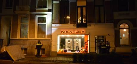 Vrouw valt van bovenste verdieping en stort twee straten verder in centrum Nijmegen in elkaar