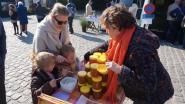 Jaarlijkse bloemen-, boeren- en ambachtenmarkt aan kerk Kalken