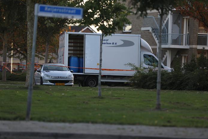 De vrachtwagen met drugsvaten in Elst.