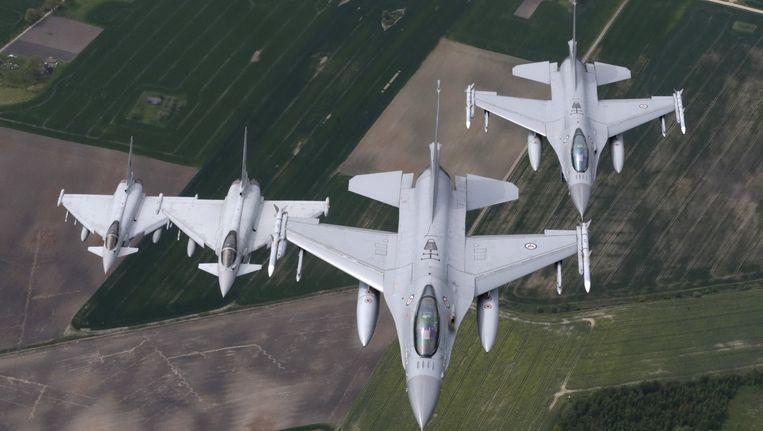 Italiaanse en Noorse gevechtsvliegtuigen patrouilleren eind mei over de Baltische staten. Beeld reuters