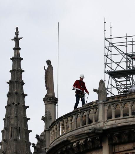 Bouwvakkers negeerden rookverbod Notre-Dame