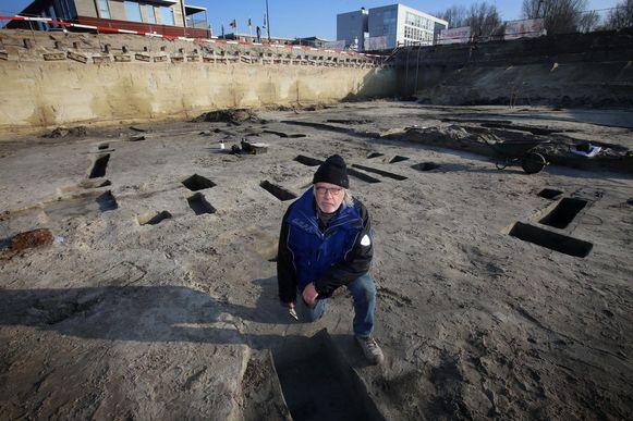 Archeoloog Marc Dewilde bij de opgravingen op de site voor het nieuw politiegebouw.