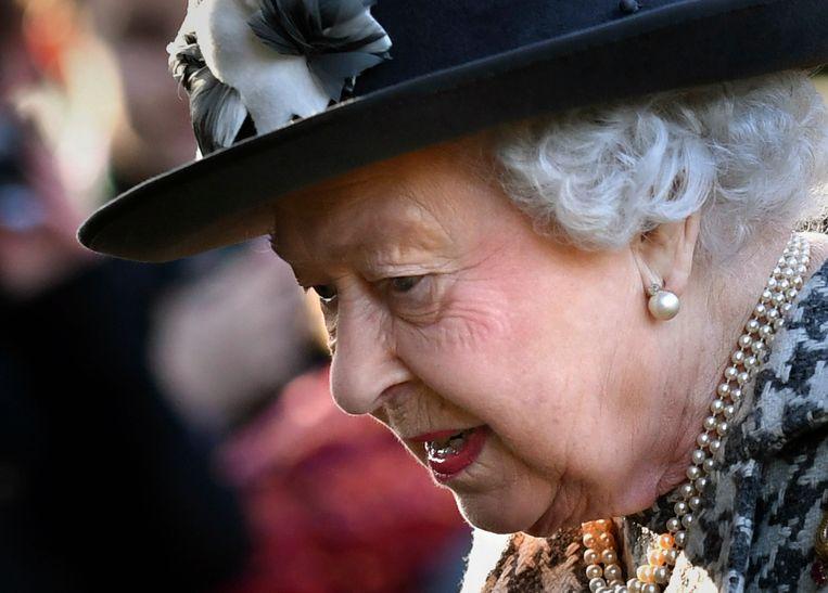 Koningin Elizabeth ging zondag naar de kerk, toen bekend werd dat prins Harry en zijn echtgenote Meghan niet langer als 'koninklijke hoogheid' door het leven zullen gaan en ook geen belastinggeld meer zullen ontvangen. Beeld AP