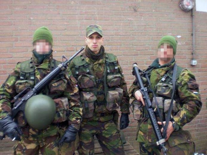 Salih Yilmaz als soldaat in het Nederlandse leger.