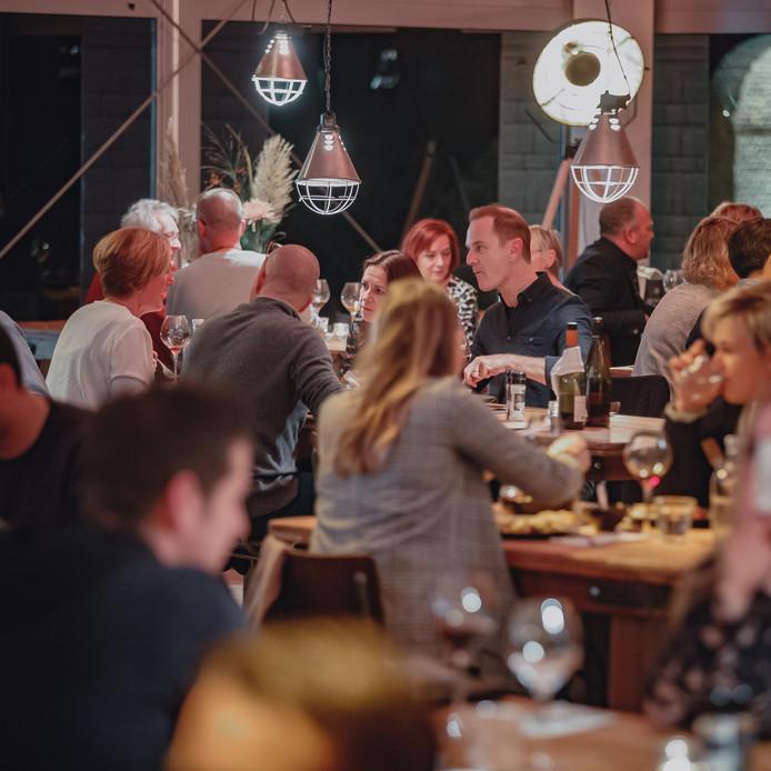 Vanavond ging het pop-uprestaurant Wild&Wijn op 't Ravelijn van start. Op het oude fort kunnen mensen genieten in het restaurant dat daar is opgebouwd.