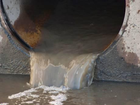 Grote lozing vuil water laat zuivering Winterswijk maximaal draaien