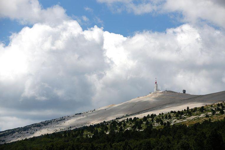 De kale top van de Mont Ventoux op ruim 1900 meter Beeld ANP