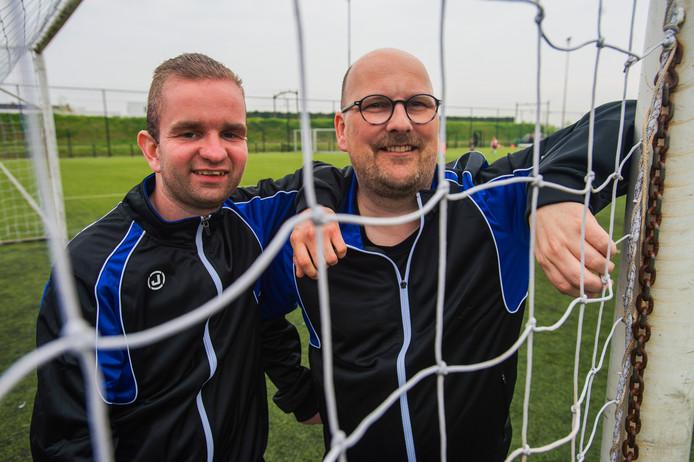 Voetballer Stan Kwakman en coach Robin Simons zijn nauw verbonden met Gudok.